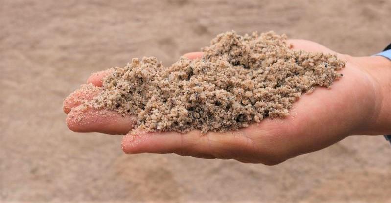 Lau kính sạch bóng bằng cát